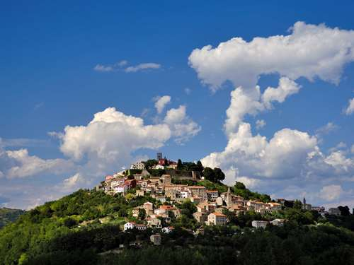 Discover the small towns of Hum and Motovun